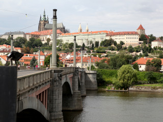 Prague Castle District Tour with Admission Included